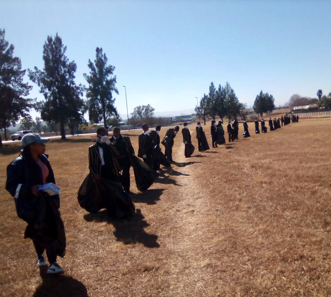 Newcastle High School Cleans Up for Mandela Day (4)